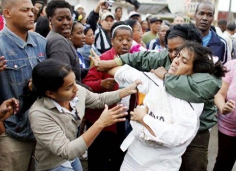 Las Damas de Blanco reprimidas por la policía en Cuba por protestar