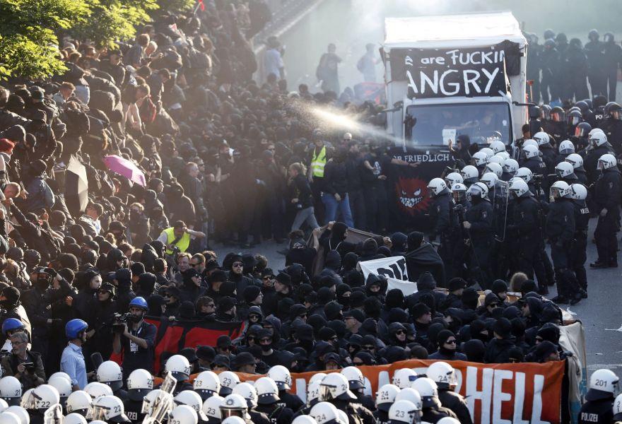 Más de 10 mil personas en protesta contra la globalización marcharon en Hamburgo donde se realiza la cumbre del G-20.