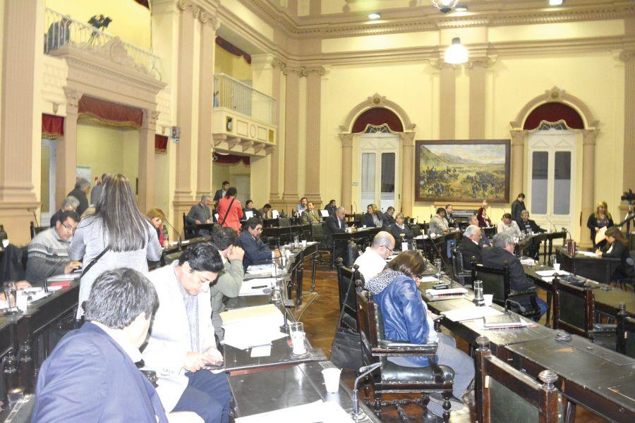 La cuestionada sesión en la Cámara se inició ayer con 35 diputados para tratar sobre tablas la prórroga de la Ley que suspende los desalojos.