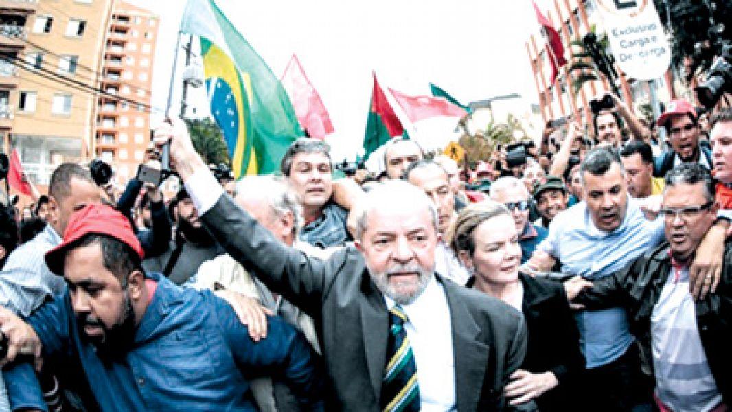 En un fallo histórico para Brasil, Lula ha sido condenado por corrupción y lavado de dinero en la causa del Lava Jato.