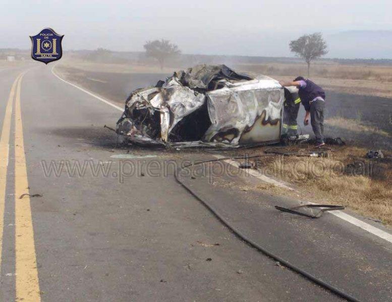 Un choque frontal en la Ruta 34, ocasiona el incendio casi total de uno de los vehículos y por suerte solo heridos.