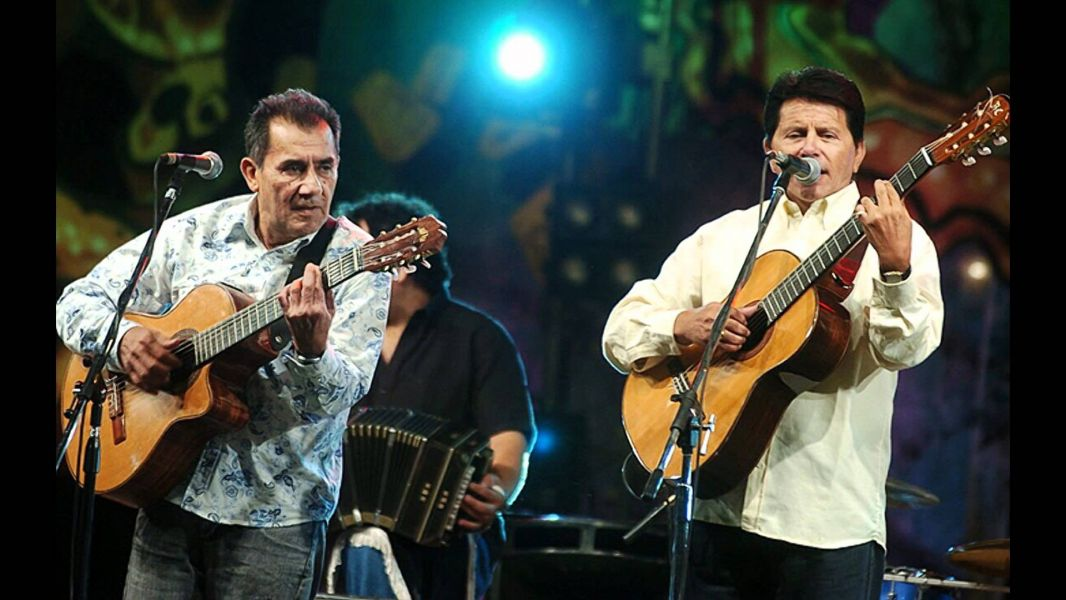 """Roberto y Cuti Carabajal cantarán en Salta los nuevos temas de su disco """"Con la guitarra en la espalda""""."""