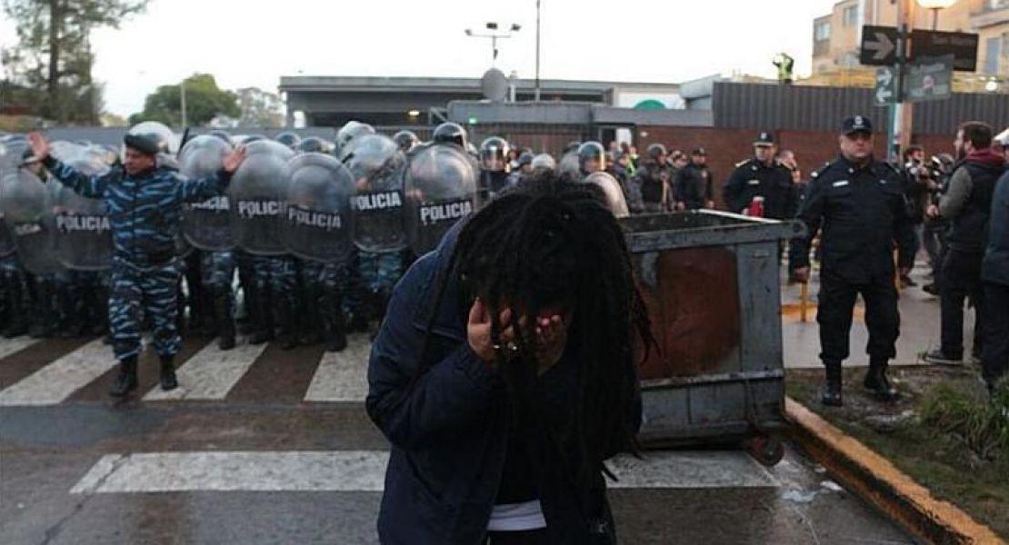 Policías y gendarmes antes del  operativo.