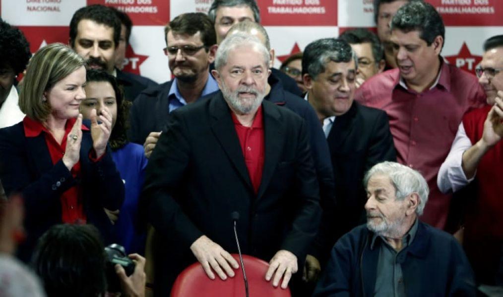 """El expresidente de Brasil Luiz Inacio Lula da Silva en Sao Paulo, tras ser condenado, aseguró: """"Me quieren sacar del juego político""""."""