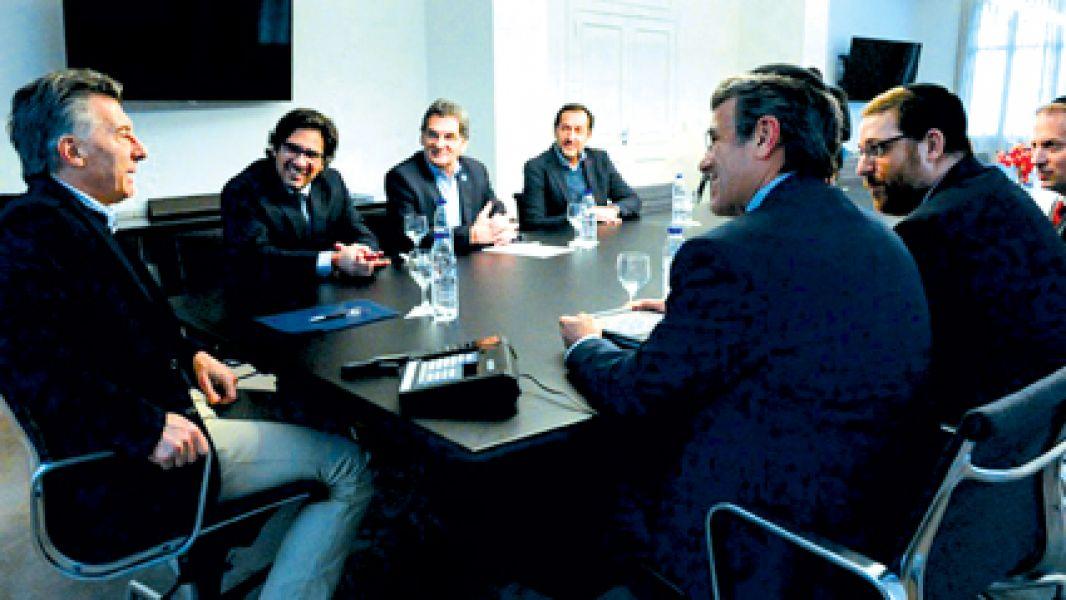 El presidente asumió una serie de compromisos durante una reunión en Olivos con las nuevas autoridades de la AMIA.