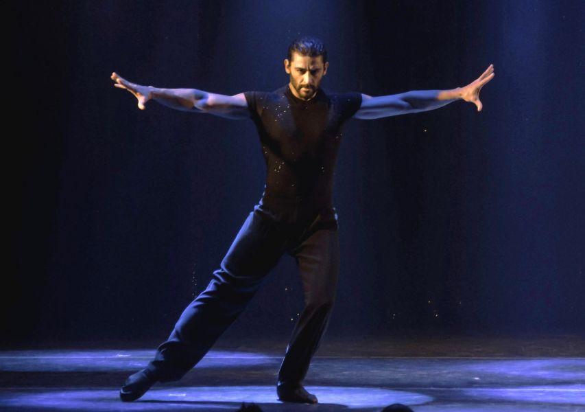 Hernán Piquín entre boleros y tangos, un espectáculo que trae a Salta con su estilo, elegancia y sensualidad.