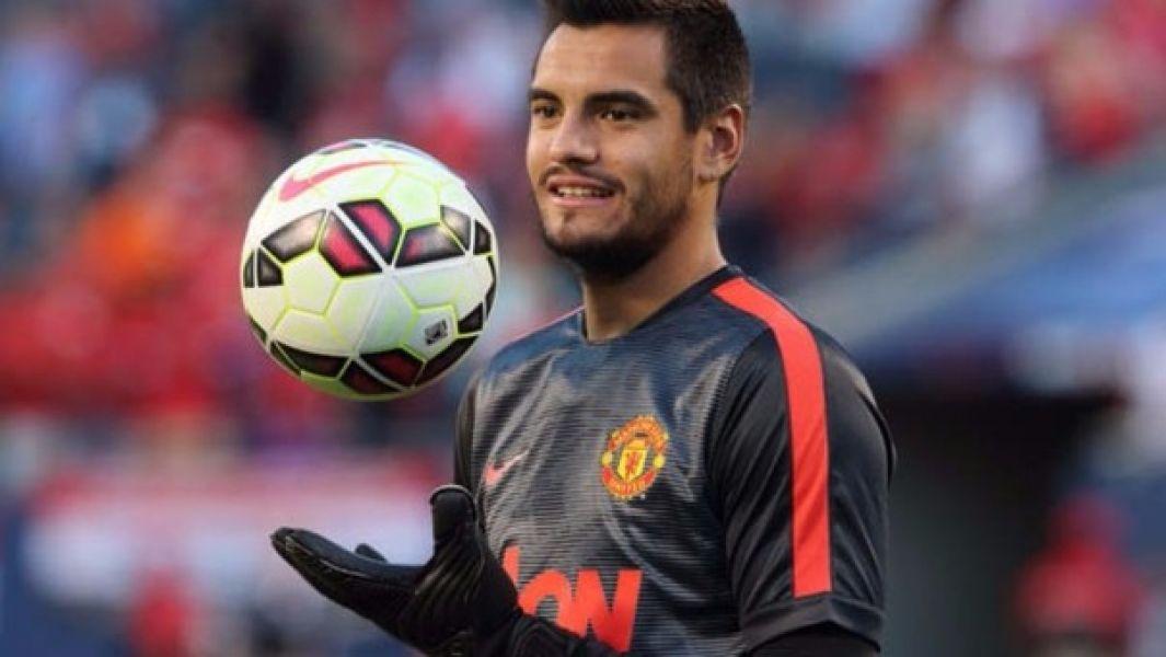 El arquero argentino continuará en el fútbol inglés.