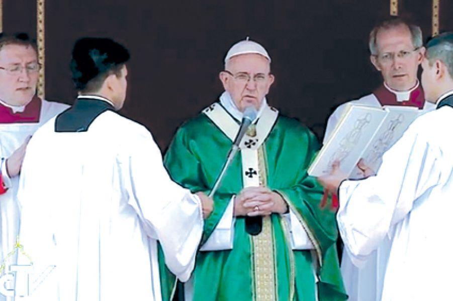 Francisco presidirá el Angelus mañana en Plaza San Pedro.
