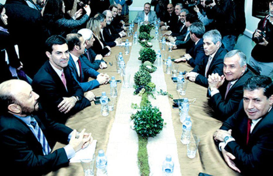 """""""El Ministerio del Interior debe convocar a una reunión a todos los gobernadores para conversar fuera de un clima electoral"""", dijo Urtubey."""
