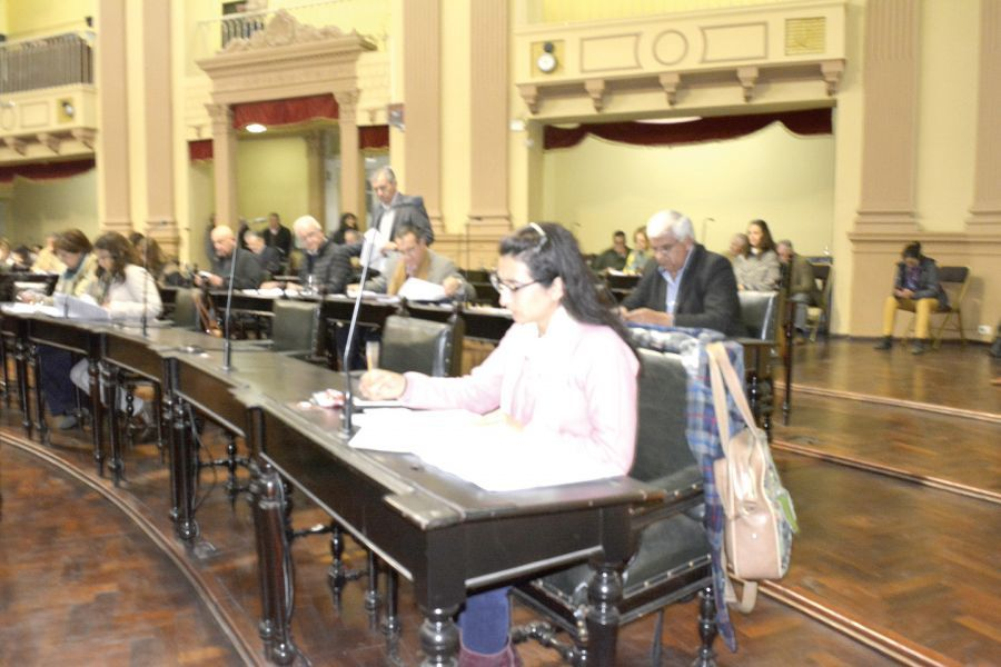 La senadora provincial Gabriela Cerrano autora de ley que surge del compromiso con la Comisión de Familiares de Victimas de la Impunidad.
