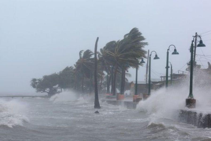 El huracán Irma se presenta amenazador y baja a categoría 4 al pasar por Cuba y acercarse a Florida.