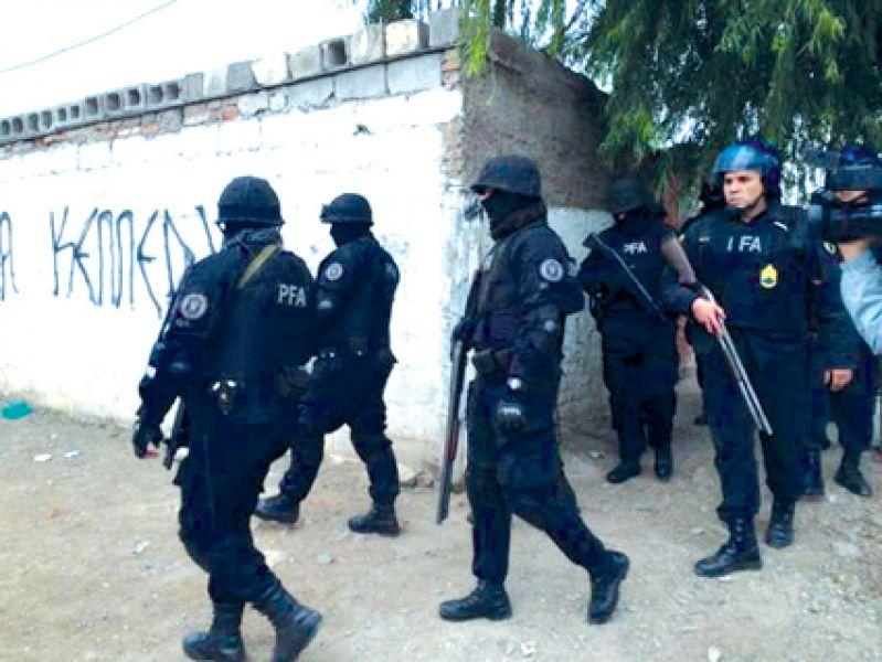 Los 42 allanamientos se cumplieron en avenida Tavella, pasaje Socompa, viviendas de la zona sur y norte.