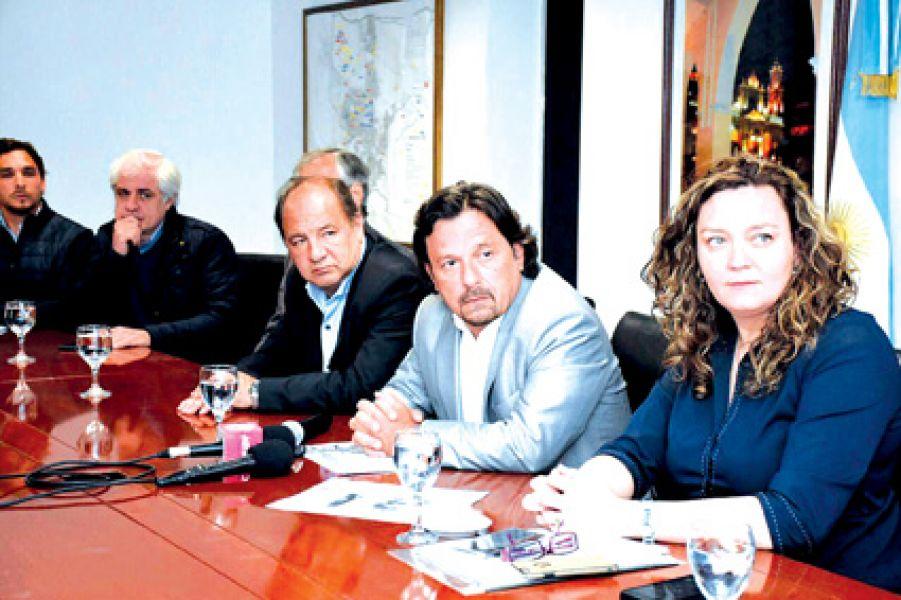 Gustavo Sáenz hizo la presentación del proyecto de Cuencas Hídricas para el control de aguas en el Centro Cívico Municipal.