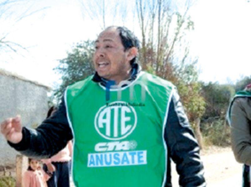 """Cristian Haviar, secretario de ATE en Cafayate denunció que Almeda """"ha otorgado el pase a planta permanente y altos cargos, a funcionarios políticos""""."""
