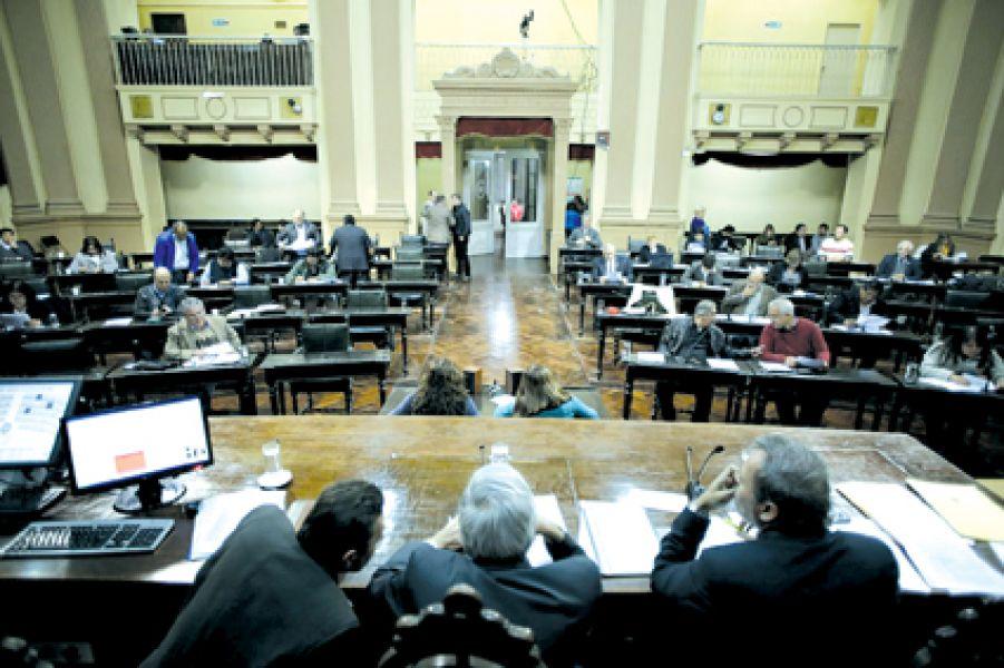 Previo a las jornadas no laborables por la festividad del Milagro sesionará hoy la Cámara de Diputados.