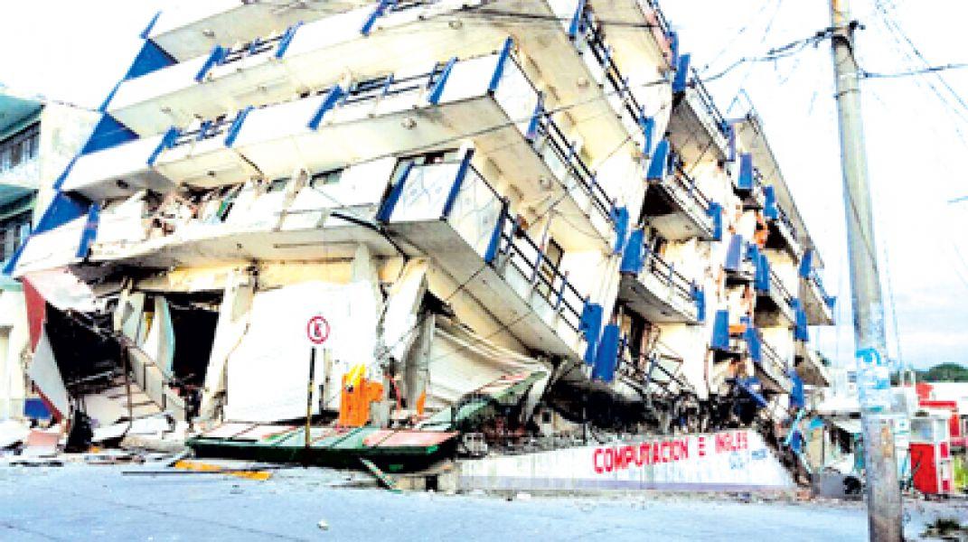 El presidente Enrique Peña Nieto se comprometió a reconstruir los pueblos destrozados por el terremoto.