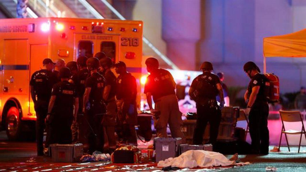 """La cifra de heridos y muertos van en aumento. En Las Vegas miles de asistentes en el cierre del festival de música """"Route 91 Harvest""""."""