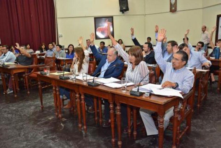 El momento del rechazo de los ediles oficialistas al proyecto del PO.