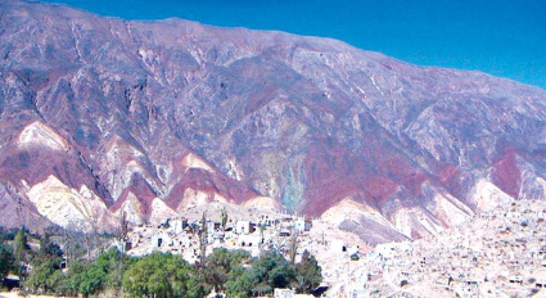 En el hallazgo de huellas de dinosaurio en Maimará, trabajaron investigadores de las universidades de Salta, Tucumán y Jujuy.
