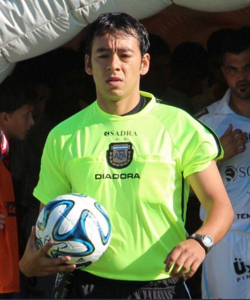 Federico Guaymás Tornero lleva 16 años de carrera arbitral.