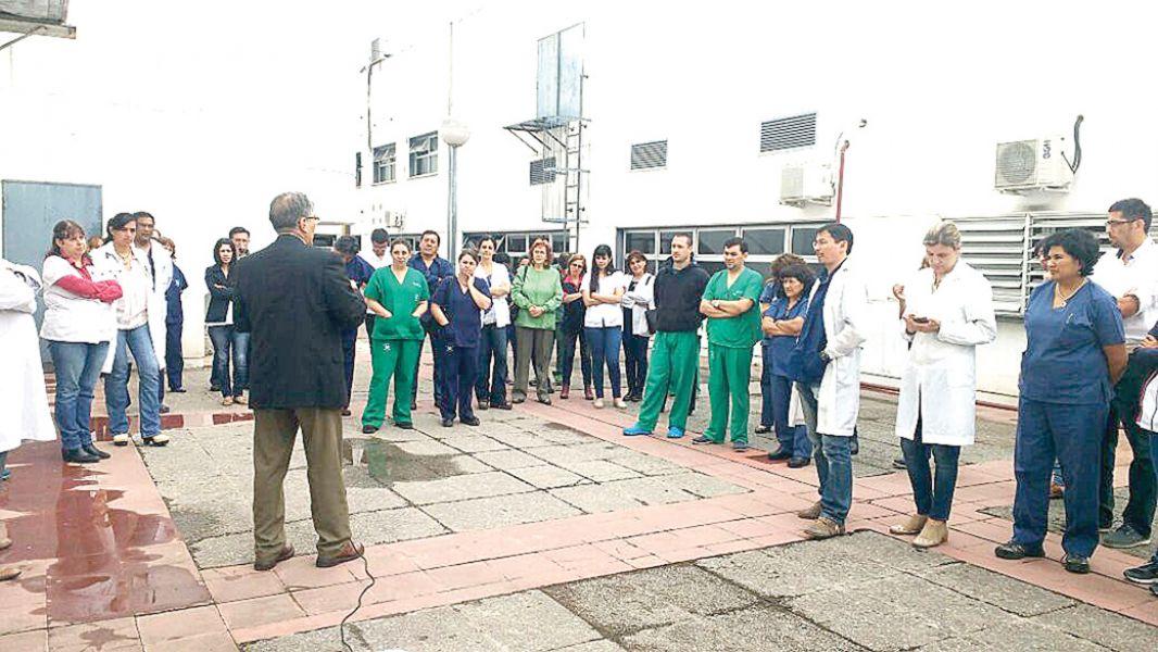 Los delegados de diversos hospitales se reunieron en asamblea.