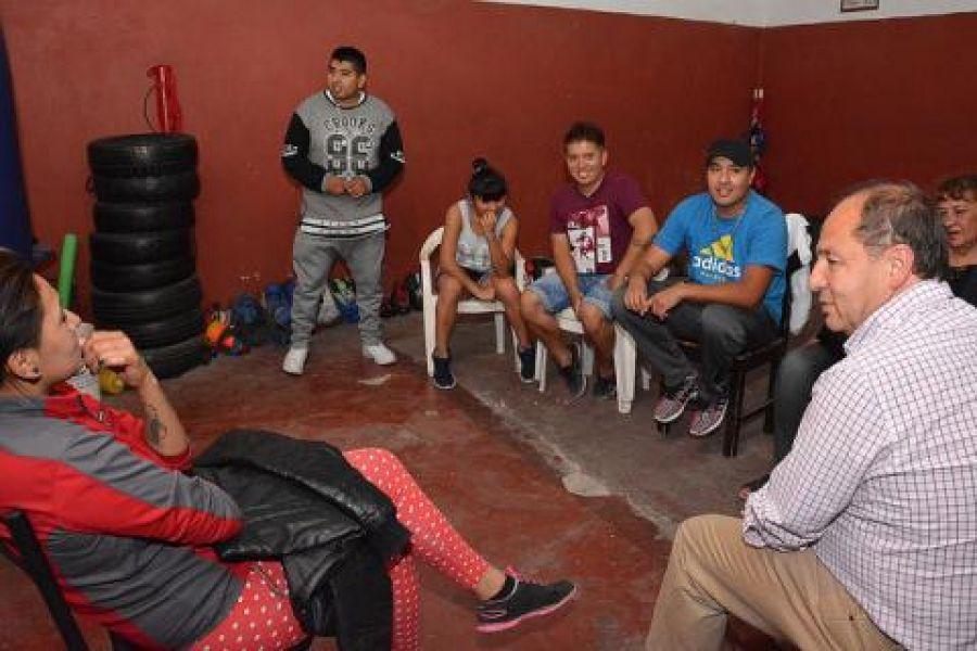 Villada prometió a la escuela de boxeo del barrio 20 de Febrero apoyo del Concejo Deliberante.