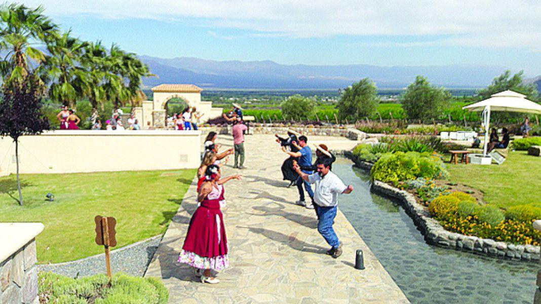 """En el marco de los cerros cafayateños, este fin de semana habrá un festival con """"Sonidos del Vino""""."""