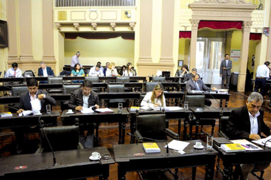 En el Senado se planteó la necesidad que los ministerios gocen de mayor autonomía y no estén sujetos a las decisiones de la Jefatura de Gabinete.