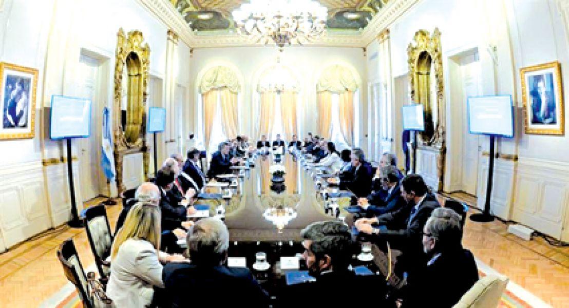 Los gobernadores escucharon las propuestas del gobierno nacional.
