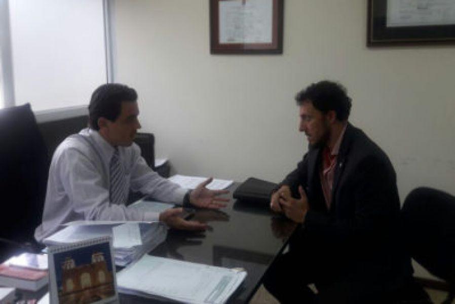 El fiscal Pablo Paz (izq.) y el abogado Pedro Arancibia (der.), abordaron detalles del caso Jimena Salas.