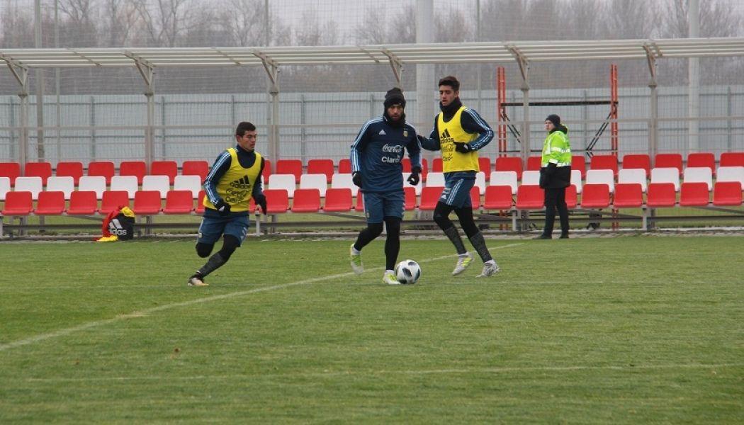 Aguero con la pelota. Hoy tendrá de socio a Paulo Dybala, ante la ausencia de Messi. Argentina juega ante  Nigeria desde las 13.30.