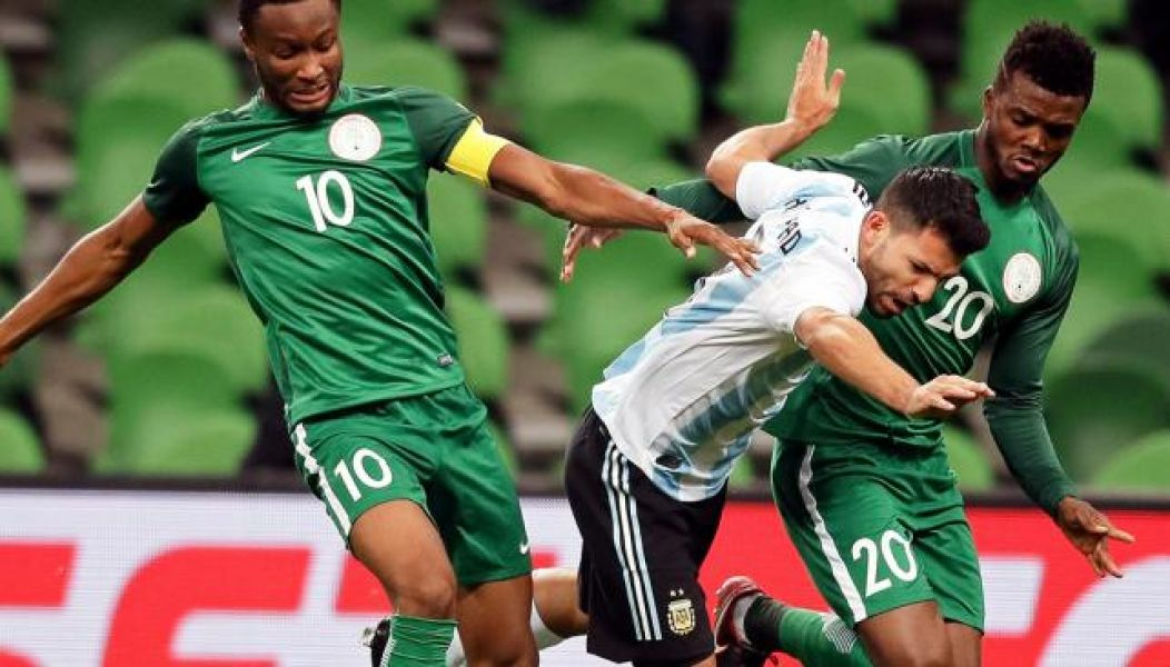 """El """"Kun"""" Agüero marcó el segundo gol argentino, pero en el entretiempo se desmayó y terminó en el hospital. Mal día para Argentina."""