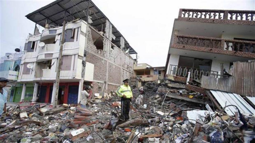 El actual sismo provocó derrumbes de viviendas sin víctimas registradas. El 16 de abril del año pasado, un terremoto de magnitud 7,8.