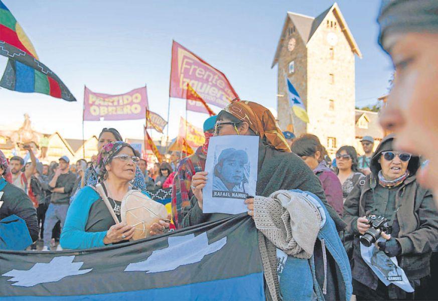 Grupos mapuches se movilizaron en Bariloche para reclamar  por Rafael Nahuel.