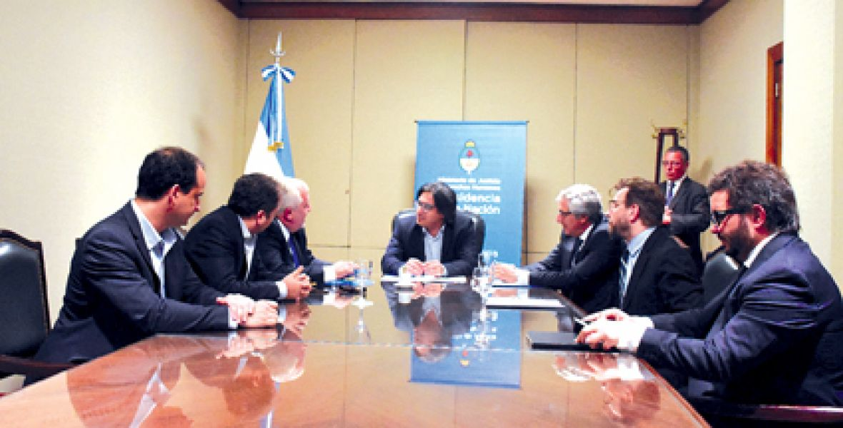 El presidente de la Corte de Justicia de Salta Guillermo Catalano y con el ministro German Garavano en la firma del convenio.