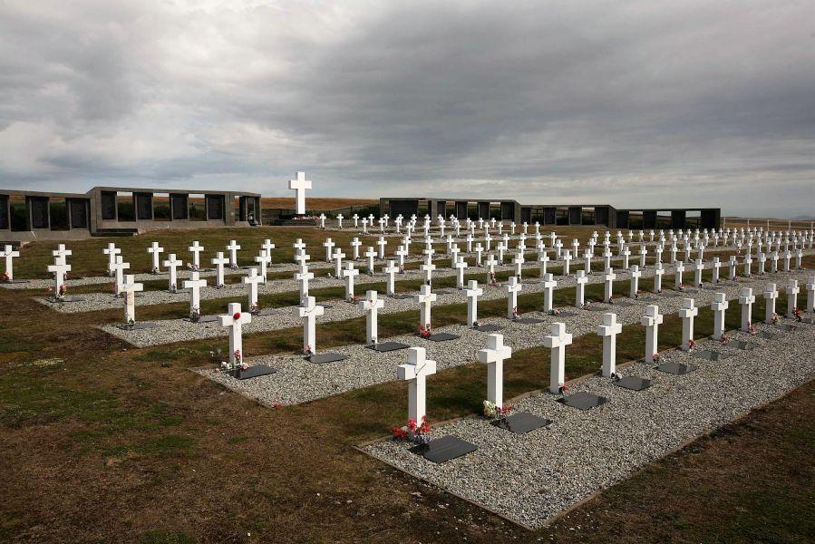 Cementerio Darwin, Malvinas, dónde están enterrados 230 soldados.