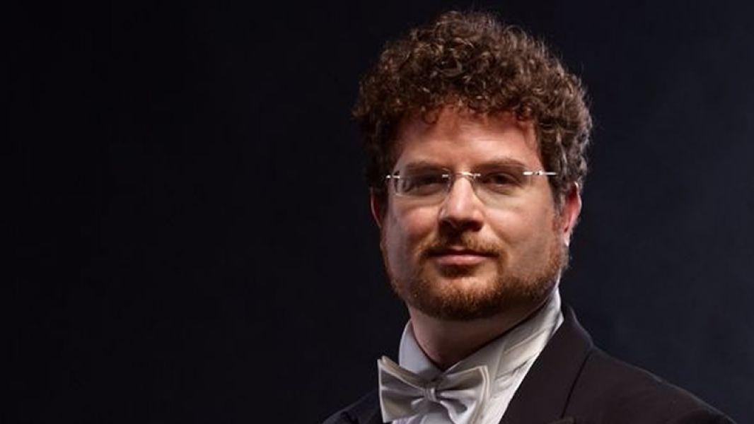 El director Noam Zur, debuta el 7 de diciembre frente de la Orquesta Sinfónica y culmina la temporada de la cultura oficial.