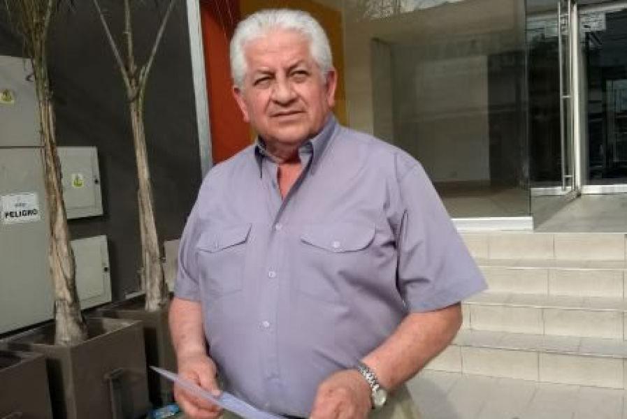 """El candidato Daniel Aguirre afirma que la Asociación de Jubilados de salta """"es un negocio familiar, y una cueva de ladrones""""."""