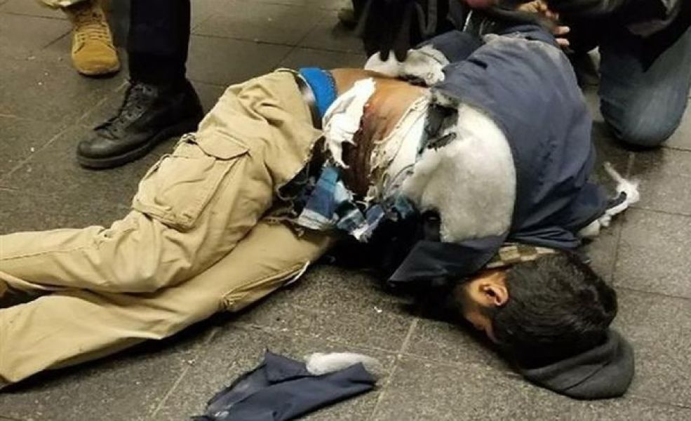 """El joven detenido autor de la explosión resultó herido, aunque no de gravedad. """"Actué por venganza"""" le dijo a la policía."""