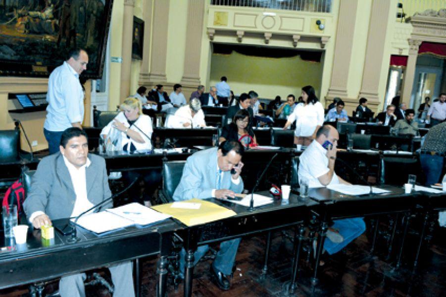 Con varias reuniones y protestas frente a la Legislatura, Diputados sancionó por mayoría la ley de Presupuesto del año próximo.