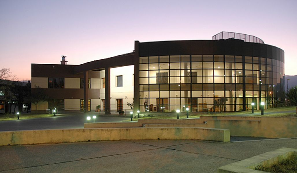 Centro Cívico Grand Bourg.