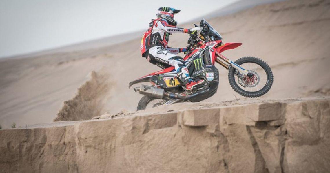 En una histórica jornada para el salteño Kevin Benavídes, se convirtió en el primer argentino en liderar la clasificación general en motos en el rally