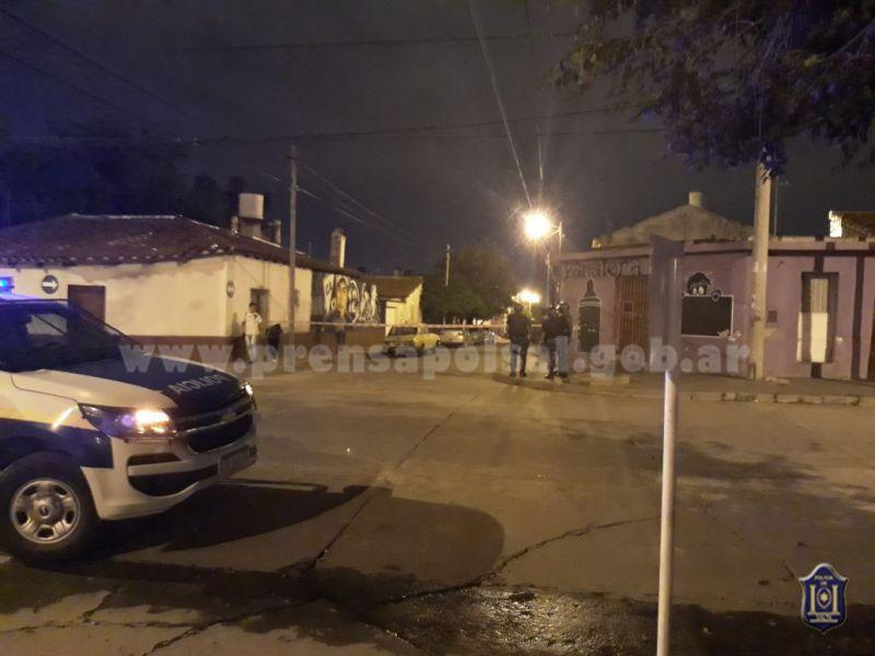 La División Homicidios busca dar con el paradero de uno de los autores de un asesinato que se profugó en barrio 20 de Febrero.