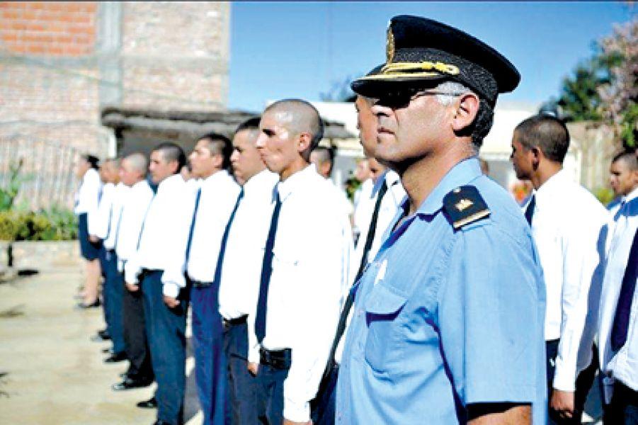 Siete de doce cadetes de la policía hospitalizados en La Rioja, aún permanecen en terapia intensiva.