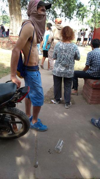 Los vecinos de la zona del corte de ruta denunciaron haber sido atacados por la policía con balas de gomas y gases.