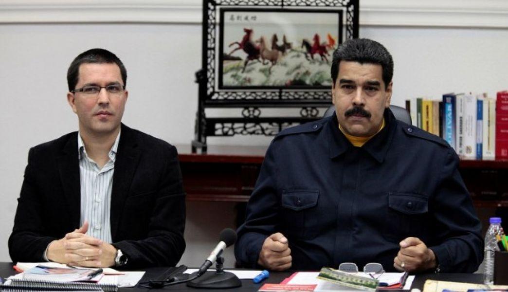 El canciller de Venezuela, Jorge Arreaza, junto al presidente Nicolás Maduro.