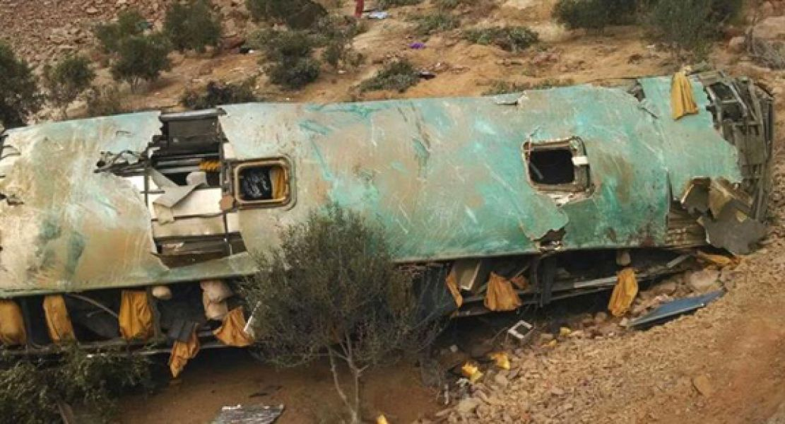 Un micro cayó a un barranco en la ciudad de Arequipa, al sur de Perú y dejó más de 40 muertos