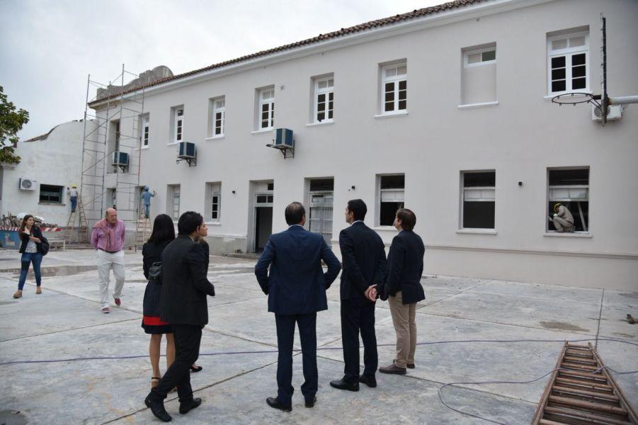 El primer mandatario y funcionarios recorrieron el edificio