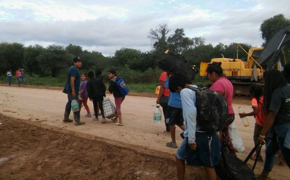 De vuela a la evacuación en Santa Victoria Este y Misión La Paz está otra vez aislada por el corte de la ruta 54.