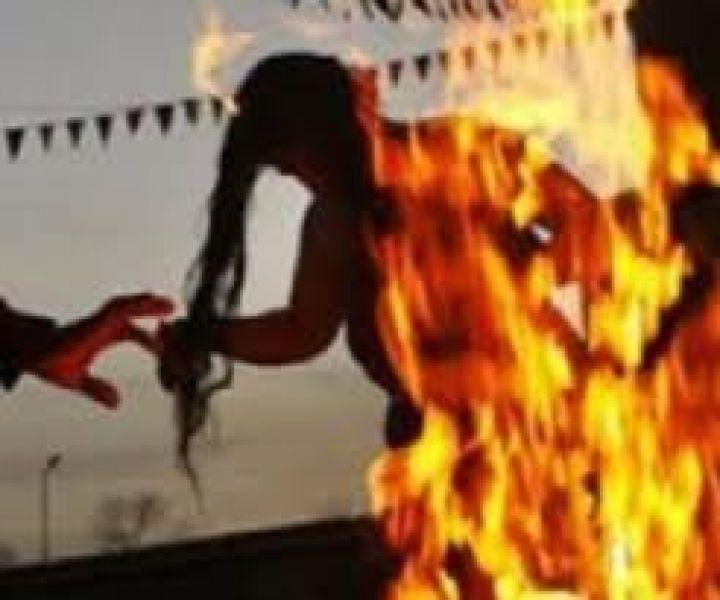La mujer sufrió serias quemaduras y estuvo en terapia intensiva luego que su pareja le arrojara alcohol y le prendiera fuego.